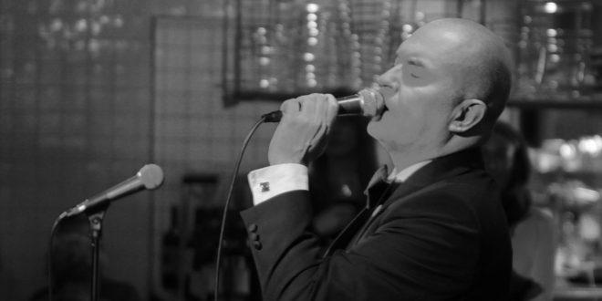 Johan Kinde med flera firade Frank Sinatras 101-årsdag på Taverna Brillo i Stockholm den 12 december 2016. Foto: Ernst Adamsson Borg.