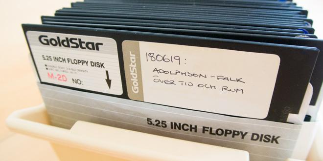 5,25-tums diskett med Adolphson-Falks BASIC-program från 1984.
